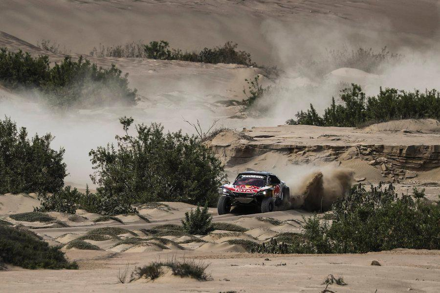 Dakar 2018: Sainz vence etapa que trouxe sarilhos a Peterhansel