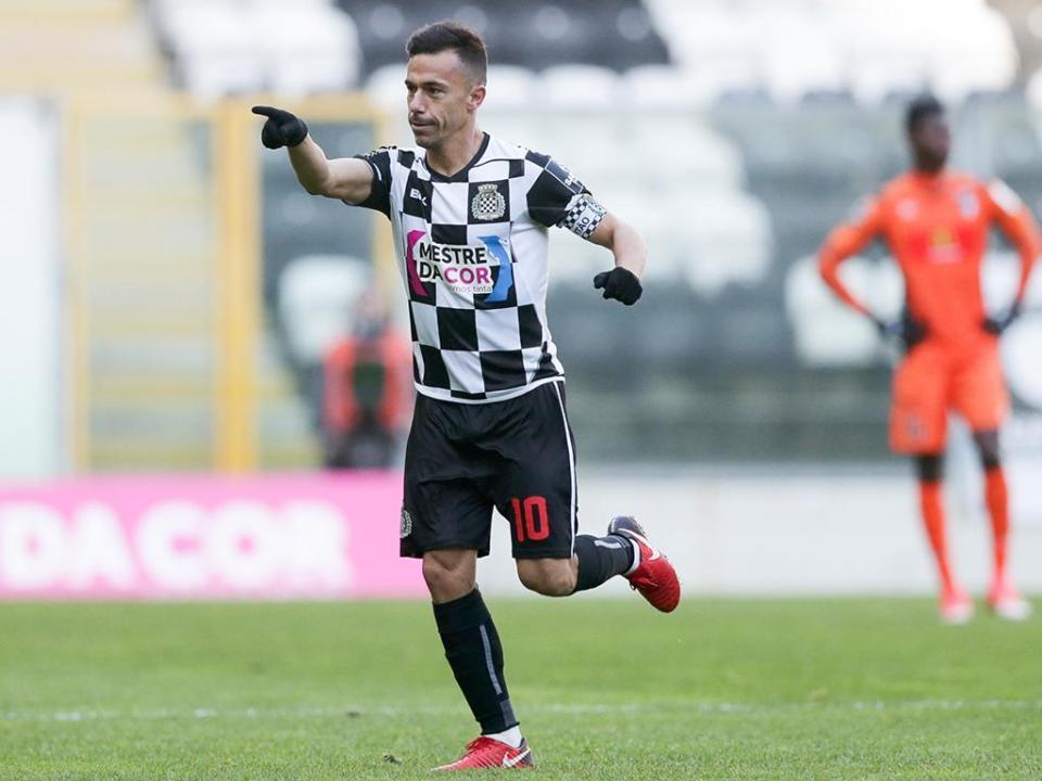 VÍDEO: Fábio Espinho faz o 1-0 no Boavista-V. Guimarães