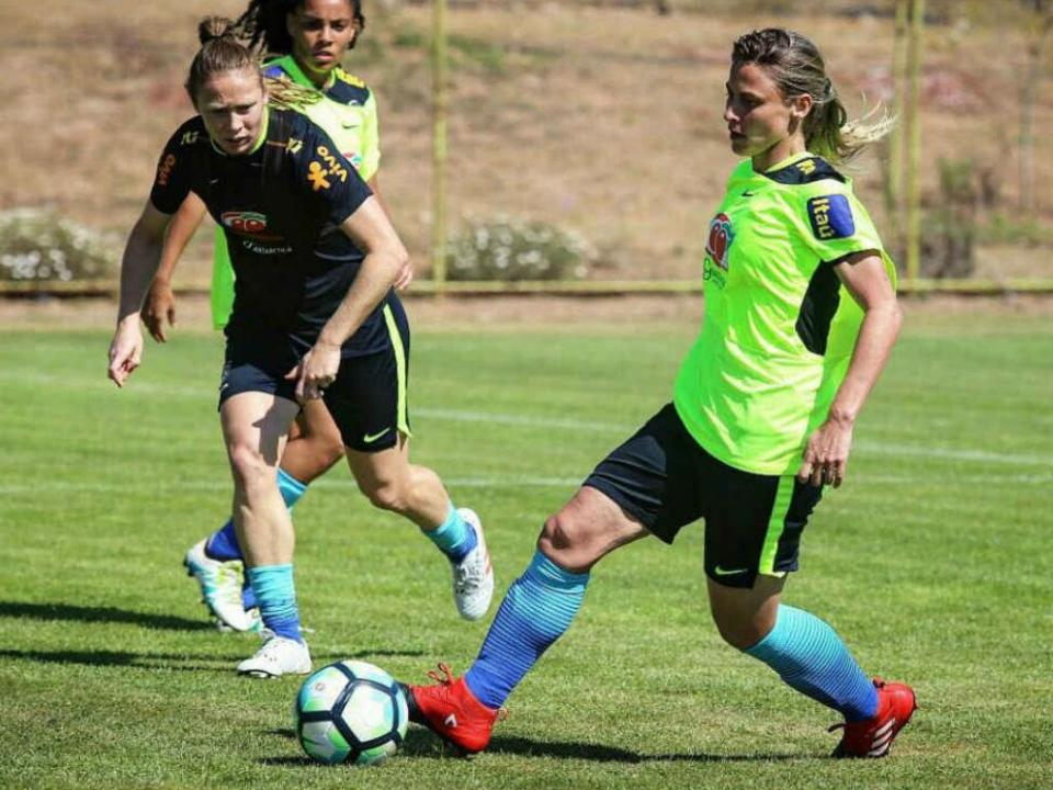 888018a5f7cc9 Futebol feminino  Benfica contrata segunda internacional brasileira ...