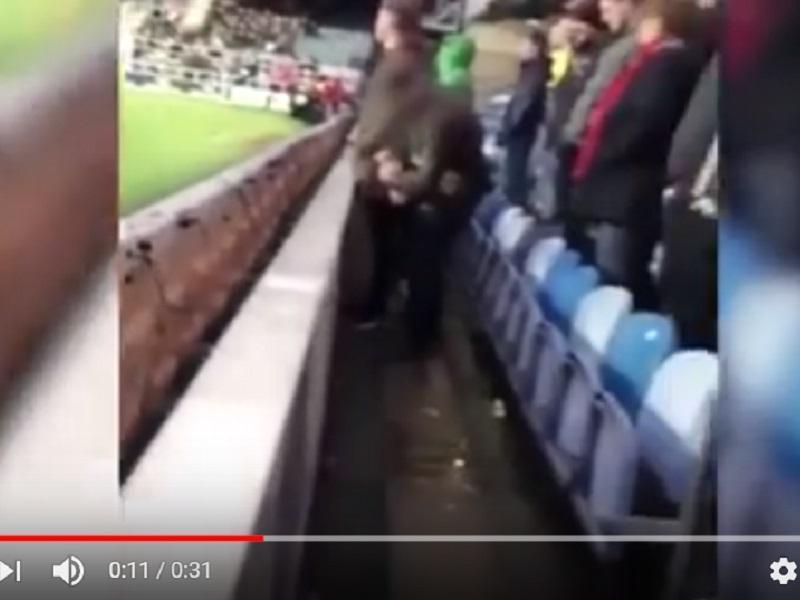 VÍDEO: adepto inglês detido por urinar em garrafa de guarda-redes