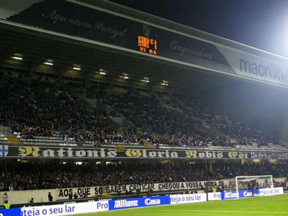 Vídeo: adeptos do V. Guimarães brilharam mesmo sem as claques