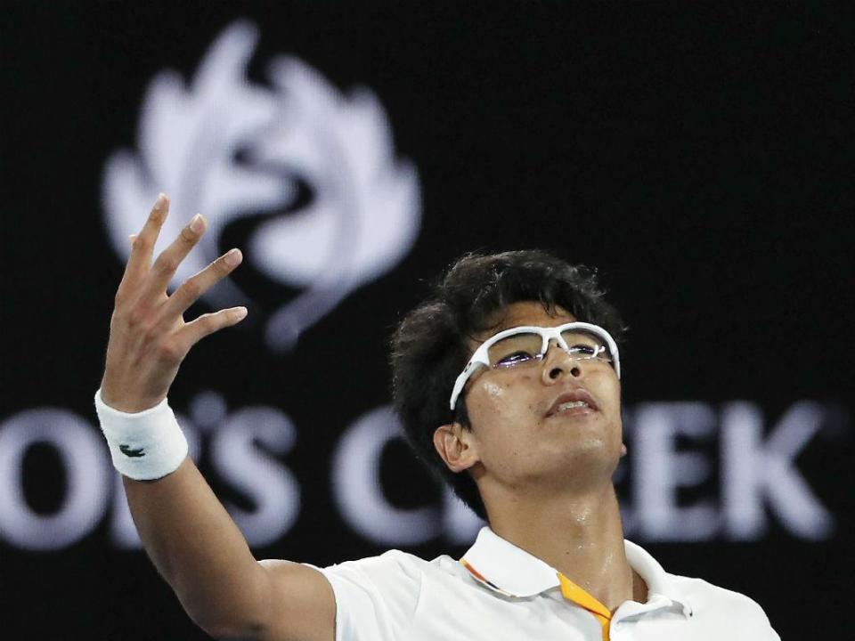 Começou no ténis por causa do astigmatismo e agora arrasou o ídolo