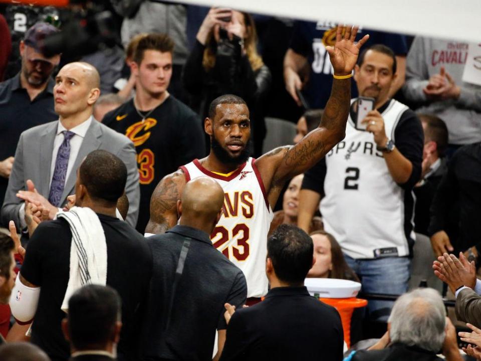 LeBron James muda-se para os Lakers