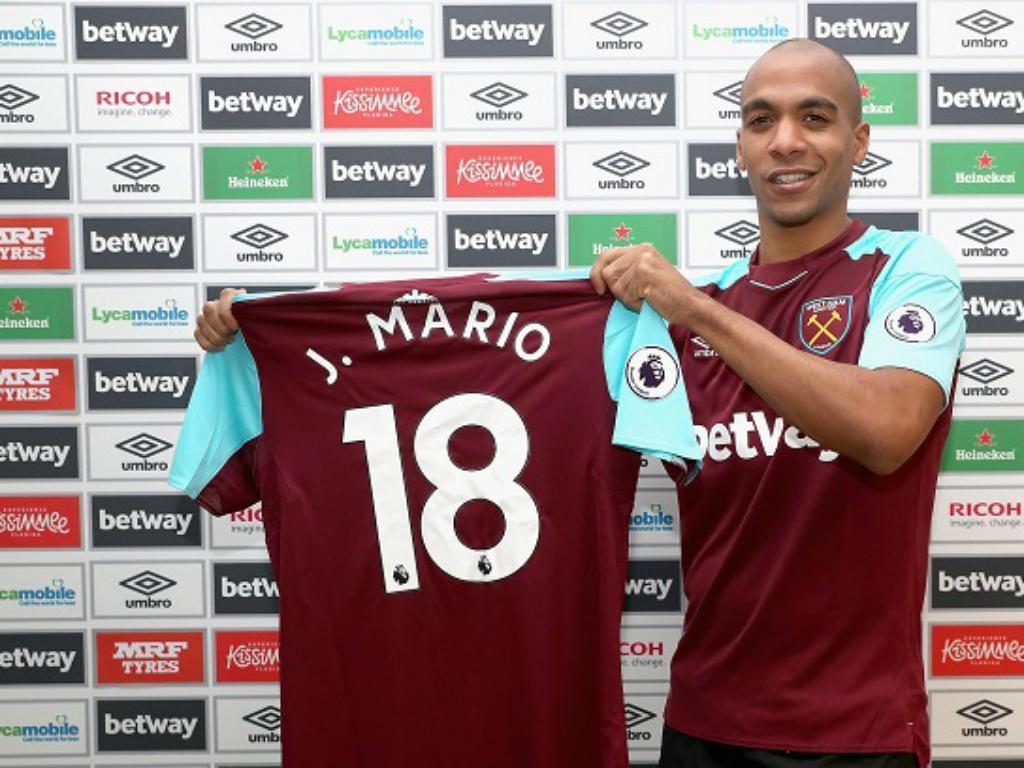 Carroll rende João Mário e evita derrota do West Ham