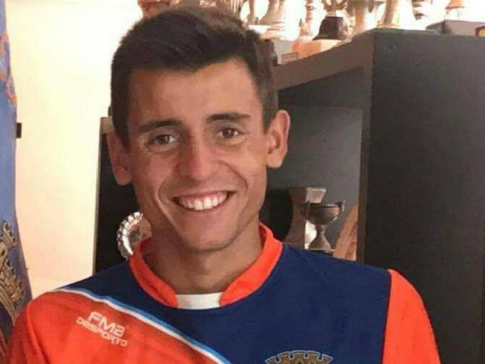 Fábio Novo  do Benfica para o Estarreja e o curso de cabeleireiro ... e497699acff2b