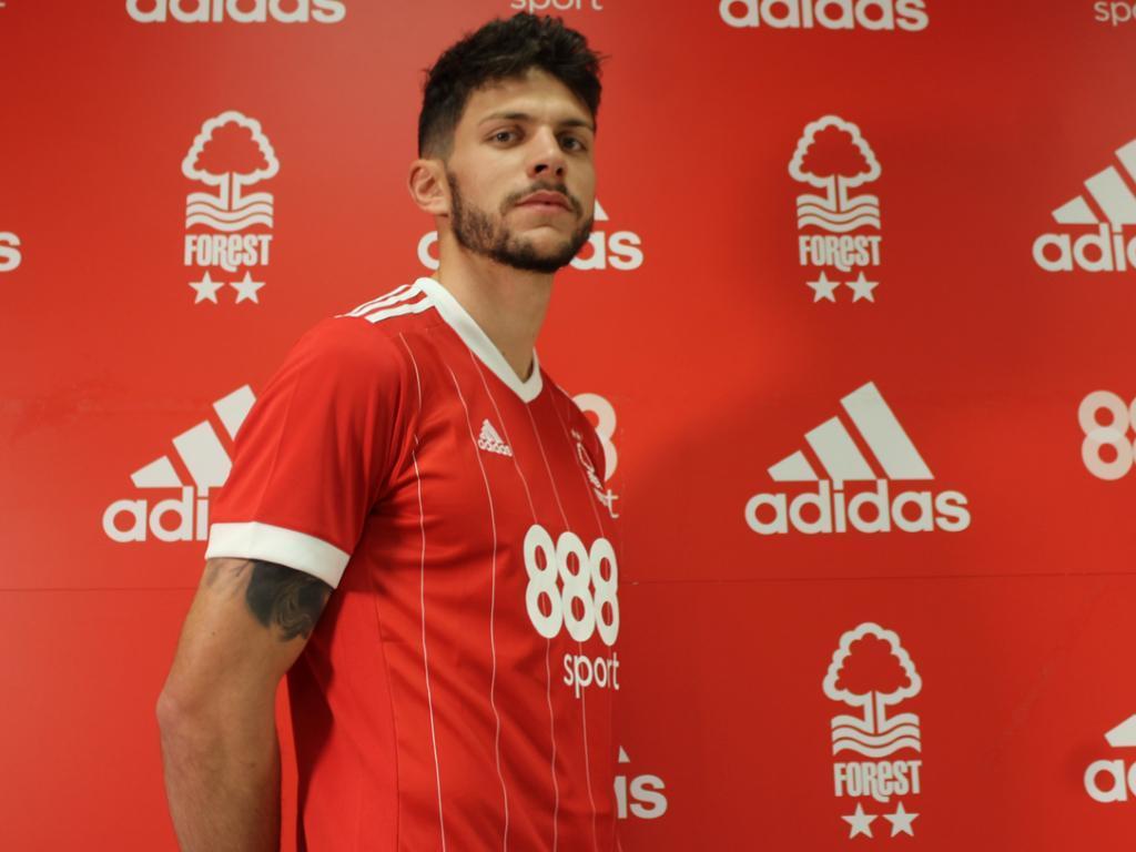 Tobias segue do Sporting para o Nottingham a título definitivo — OFICIAL
