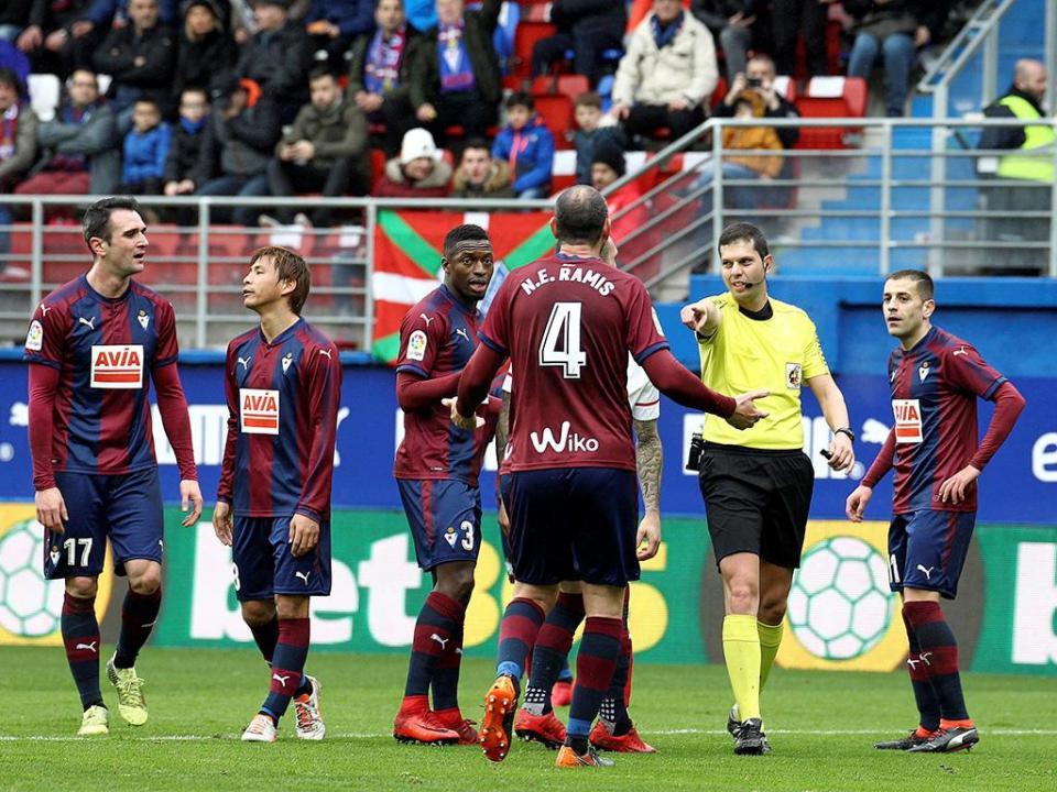 OFICIAL: Sergio Álvarez é reforço do Eibar