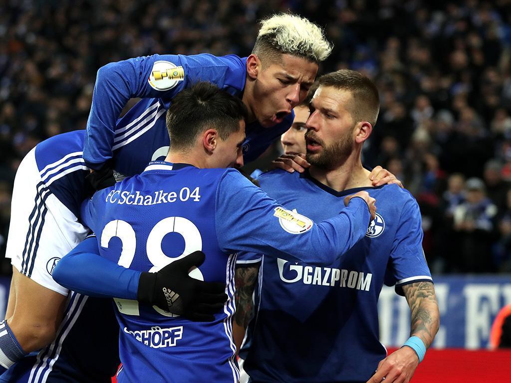 Schalke vence dérbi do Ruhr e reforça segundo lugar (2-0) — Alemanha