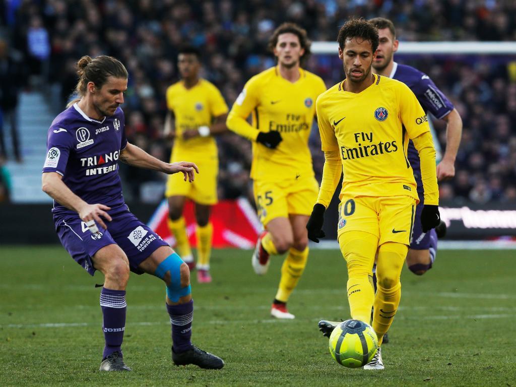 Histórico do futebol francês arrasa Neymar: «Ele cospe no PSG»