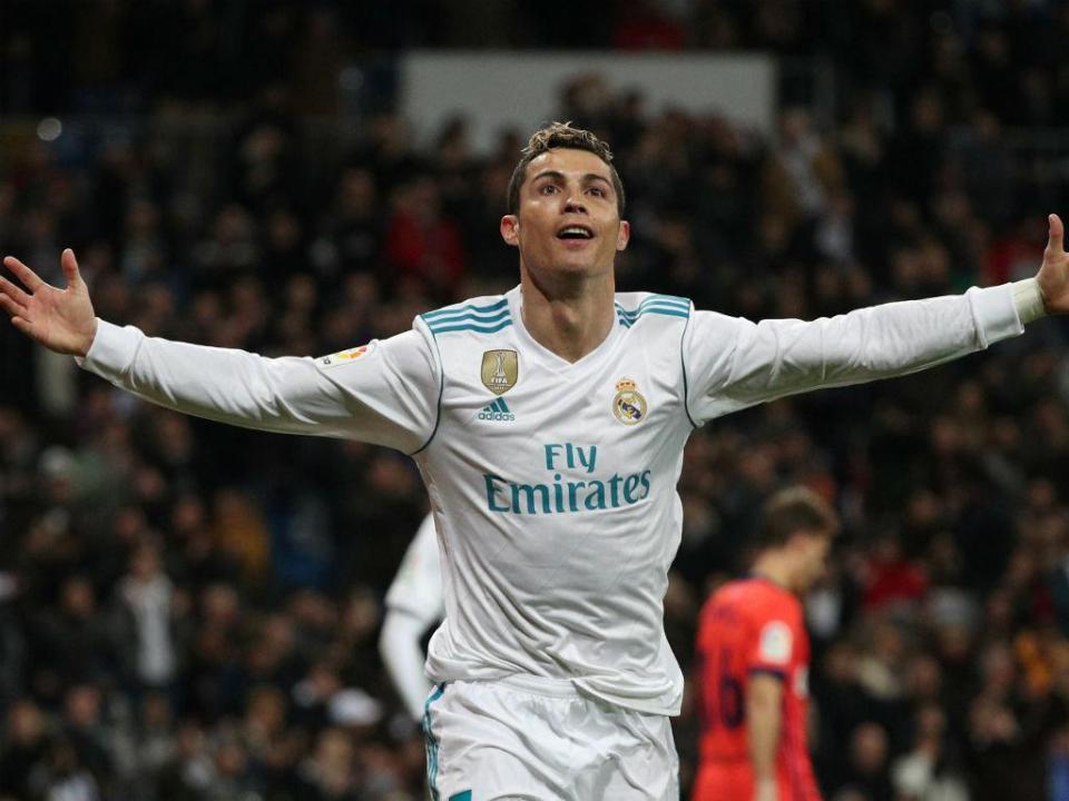 d2890ab33f Cristiano Ronaldo marca golo 100 e faz história na Champions ...