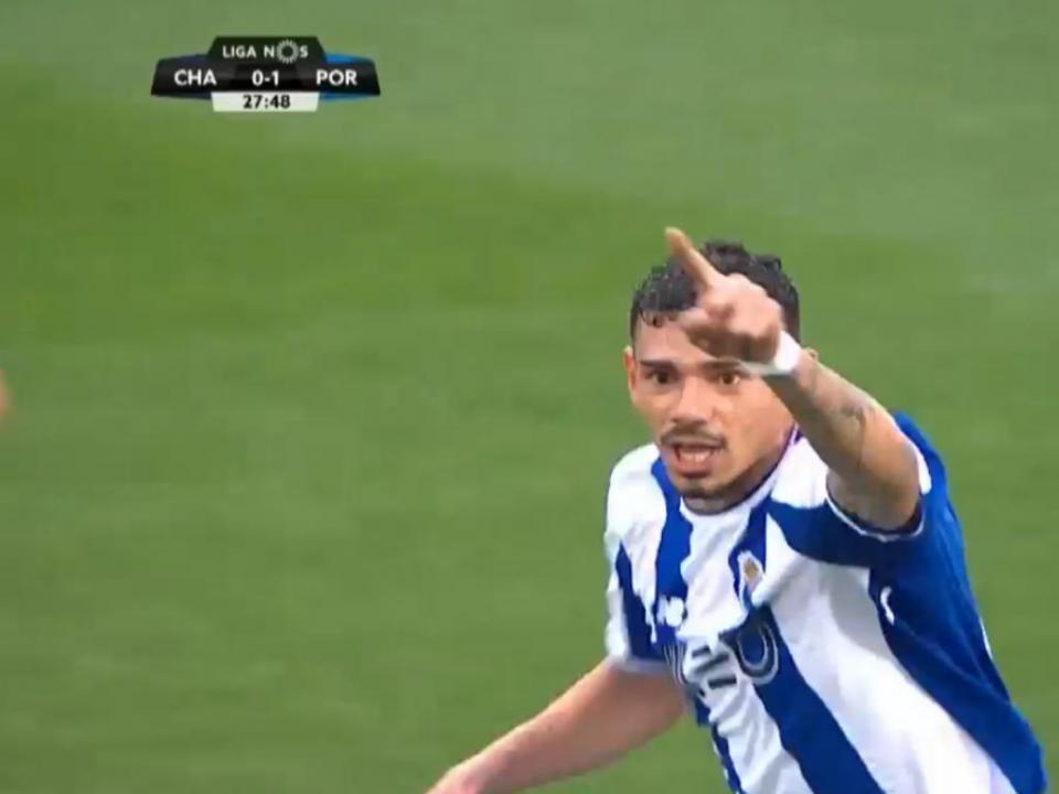 VÍDEO: Soares bisa com golaço e dobra vantagem do FC Porto