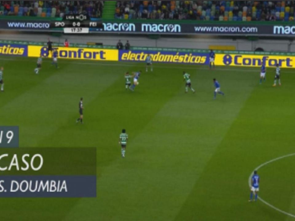 VÍDEO: VAR descortina falta de Bruno Fernandes e anula golo a Doumbia