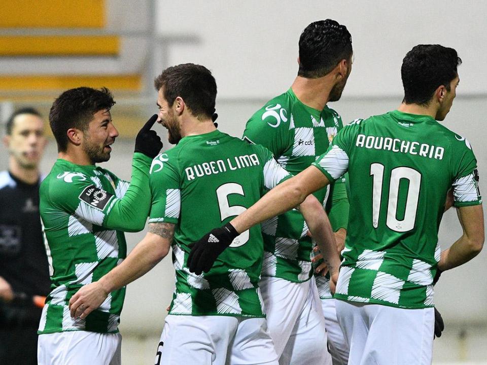 Moreirense: Petit chama 20 jogadores para Alvalade