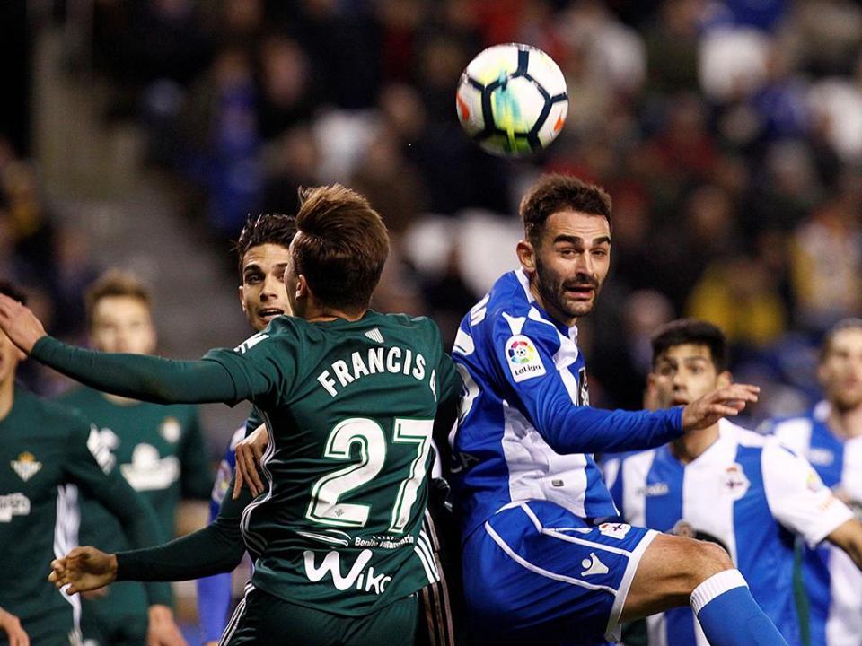 Bétis vence Deportivo de Luisinho na Corunha