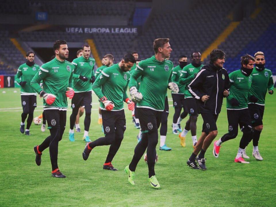 Sporting fez treino de adaptação no relvado sintético do Astana