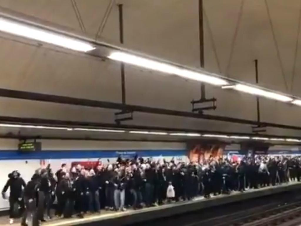VÍDEO: adeptos do PSG «invadiram» metro de Madrid