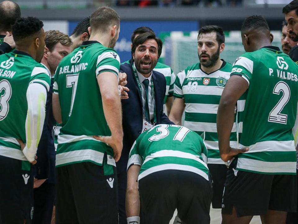 Andebol: Sporting fecha «oitavos» com goleada em Santo Tirso