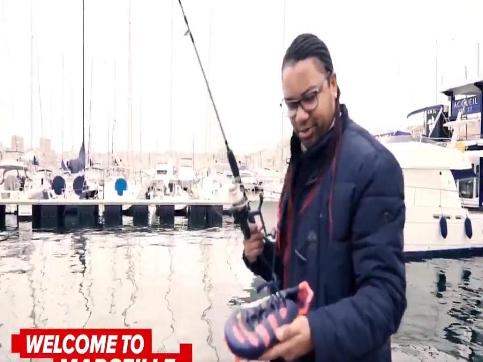 VÍDEO: Alan foi à pesca em Marselha e encontrou as chuteiras roubadas