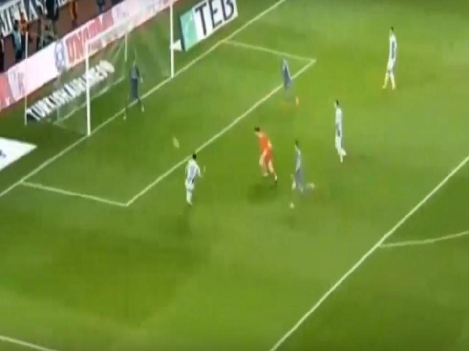 VÍDEO: corte de Pepe deixa adversários com as mãos na cabeça