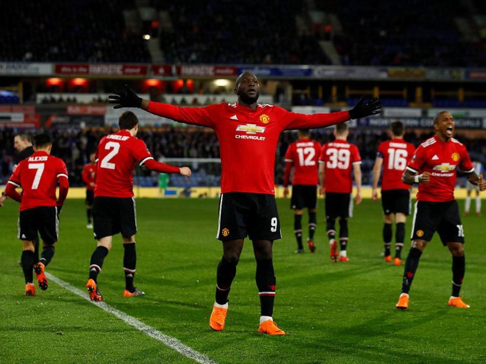 Bis de Lukaku oferece quartos de final da Taça a José Mourinho