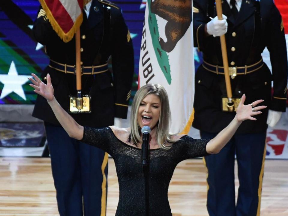 VÍDEO: Fergie deixa EUA perplexos com interpretação do hino na NBA