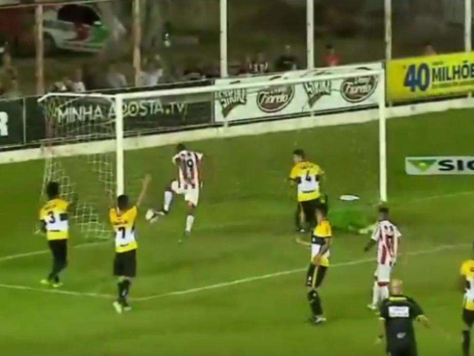 VÍDEO: falhanço incrível de quem já jogou em Portugal