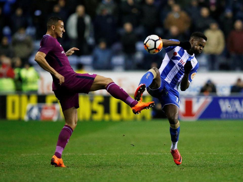 Wigan vai investigar invasões de campo na vitória contra Man. City