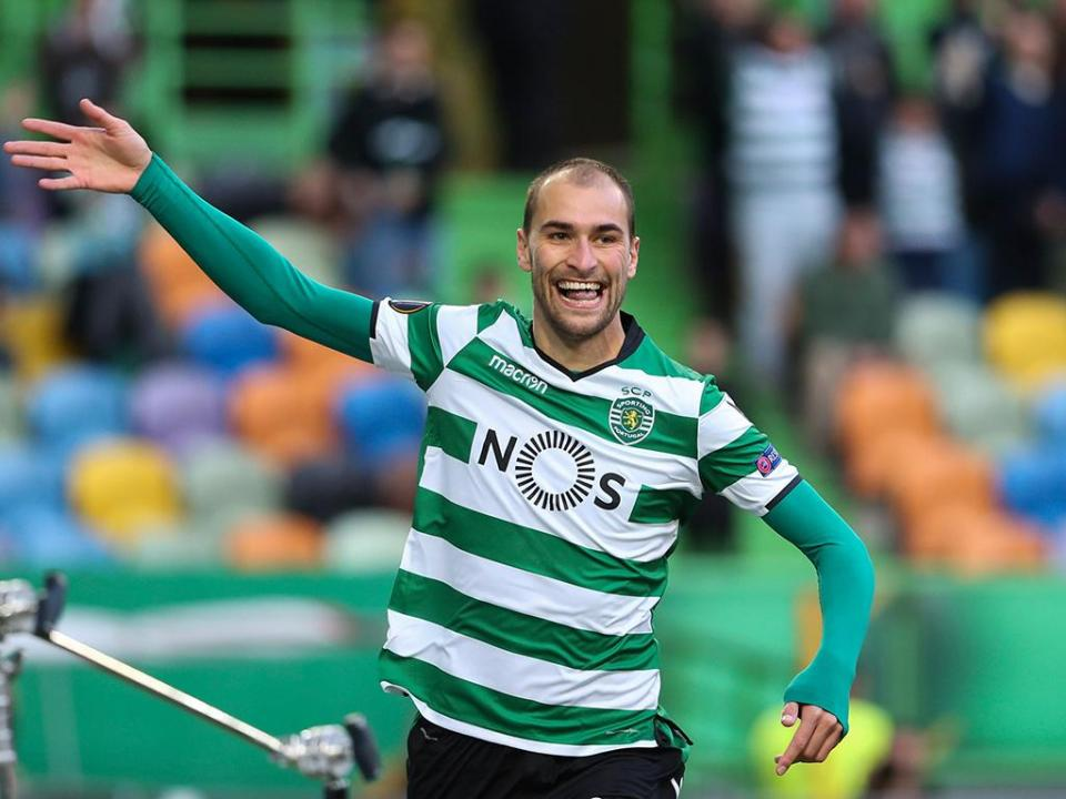 VÍDEO: Bas Dost salta do banco para o golo no Desp. Chaves-Sporting