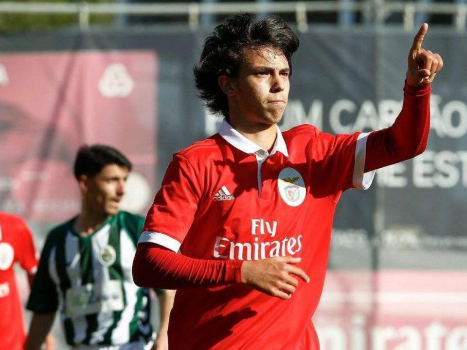 Benfica diz que João Félix é aposta firme para as próximas épocas