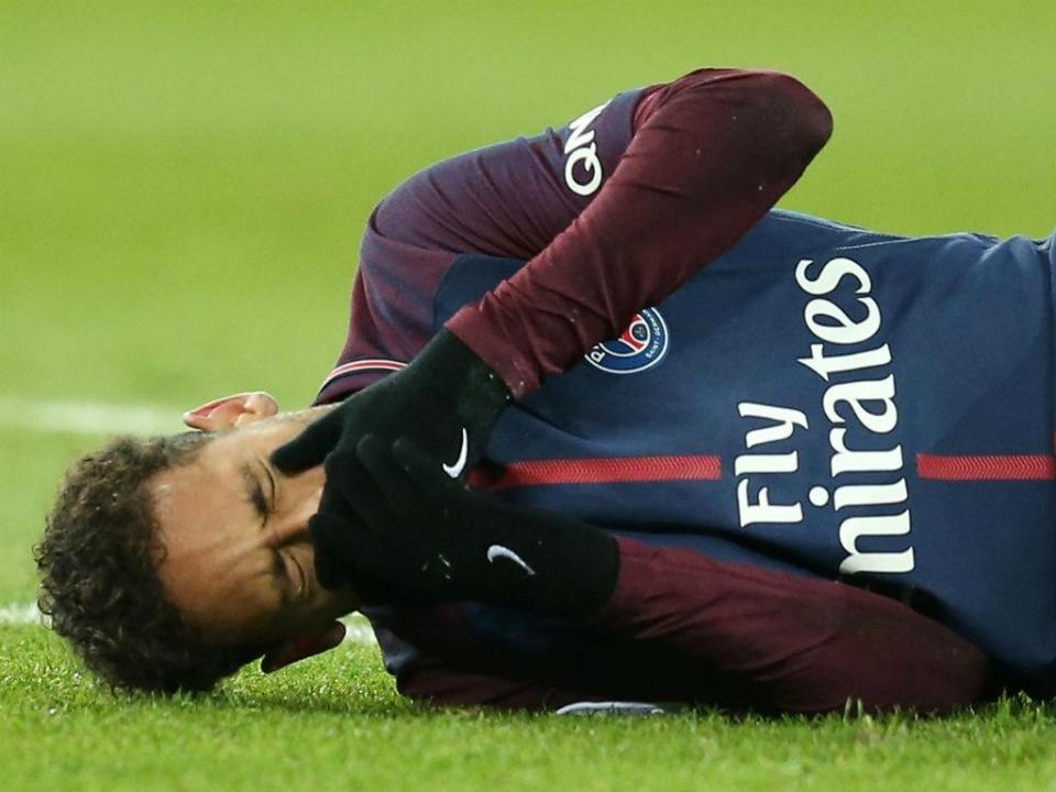 PSG: Emery acredita que Neymar recupera a tempo do Real Madrid