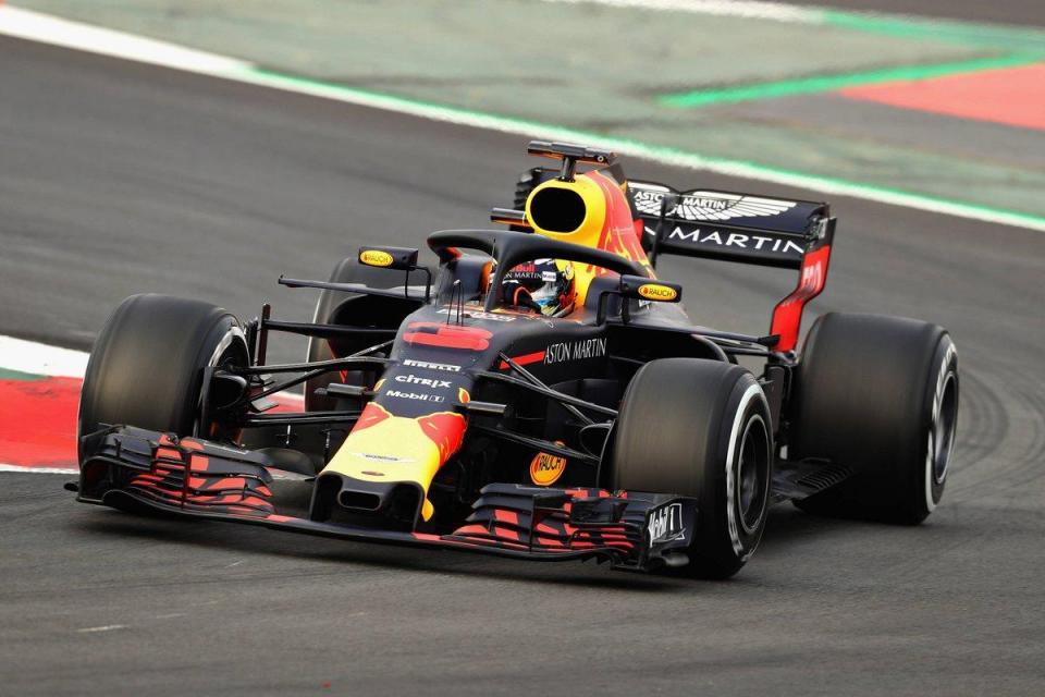 Daniel Ricciardo aumenta o ritmo em Barcelona