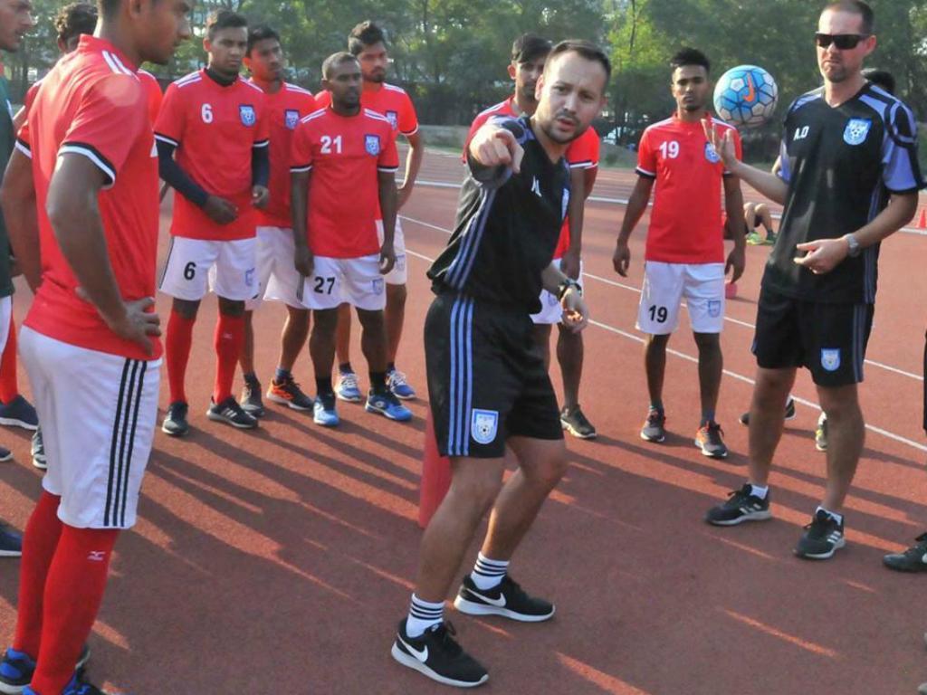 Um português na seleção do Bangladesh: «Futebol combate o críquete»