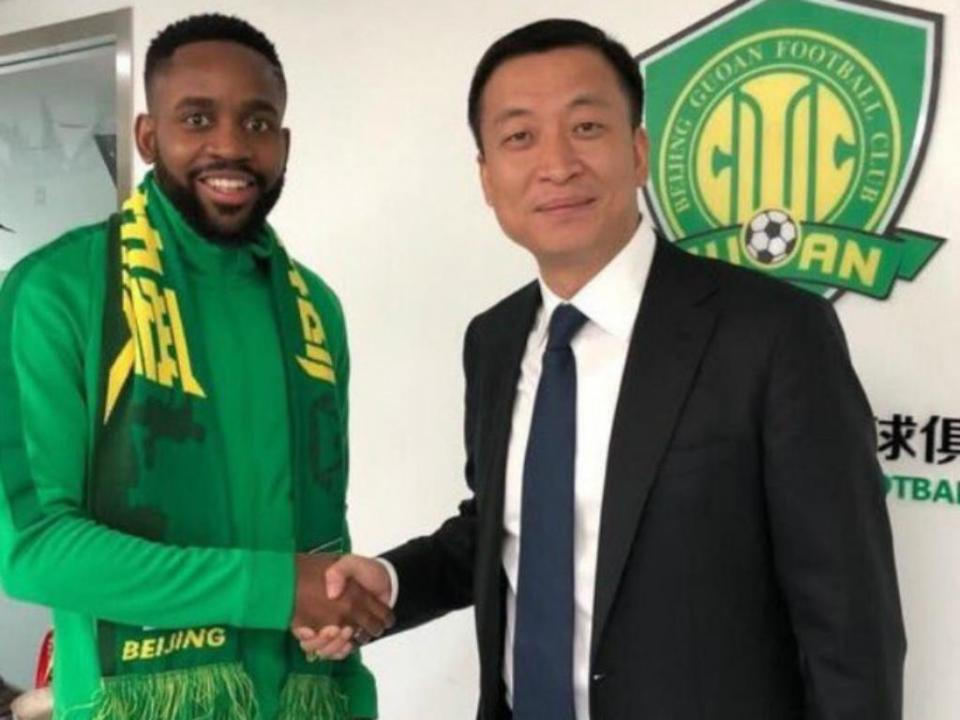 OFICIAL: Beijing Guoan anuncia Bakambu