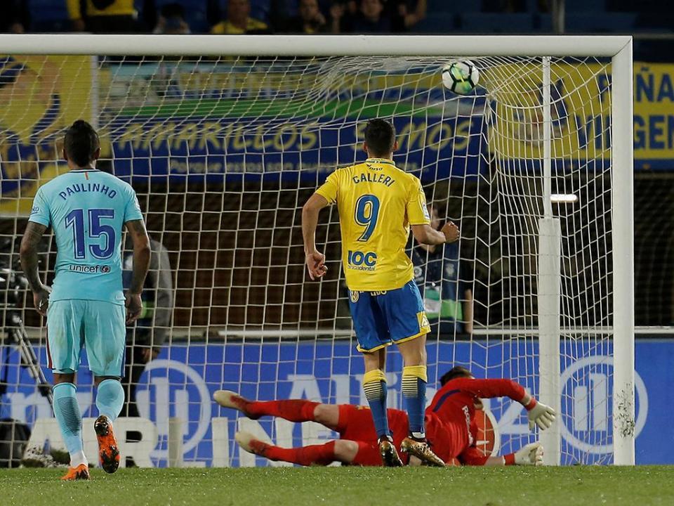 Dois anos depois há penálti contra o Barça, que empata em Las Palmas