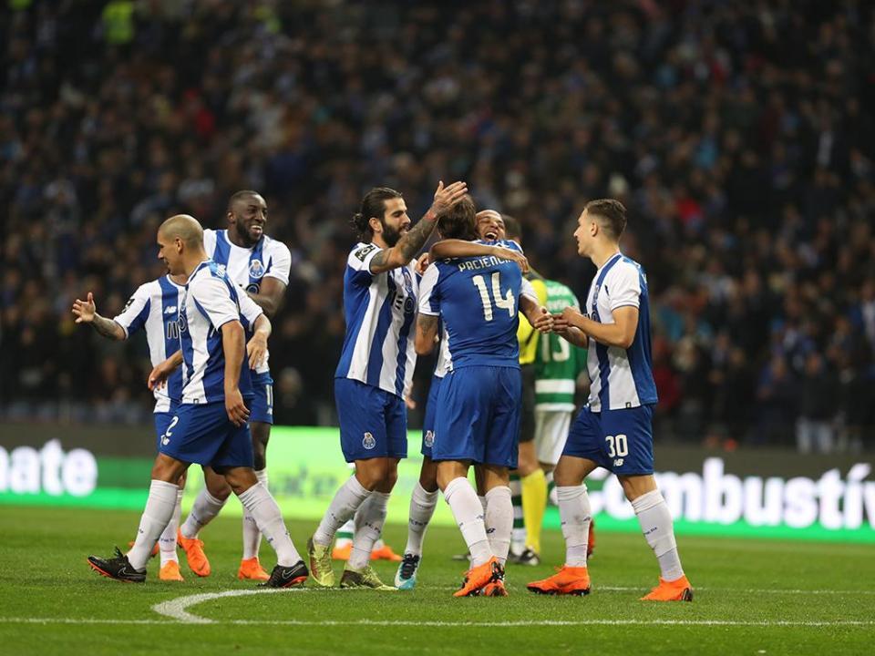 FC Porto: Ricardo e dois bês viajam para Liverpool