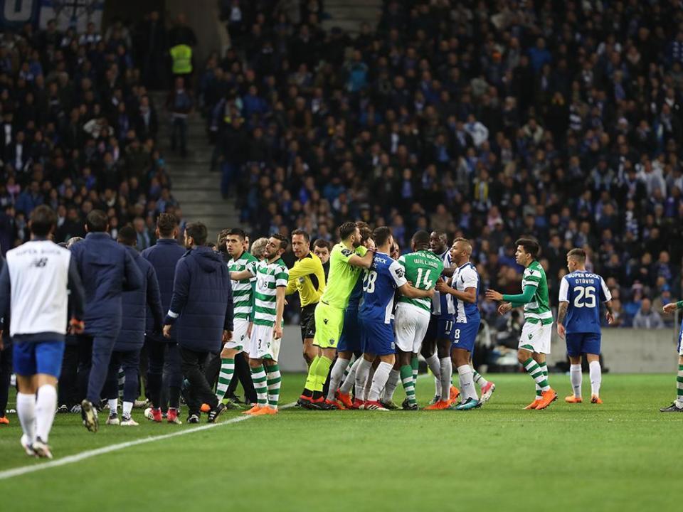Clássico vale multa de 17 mil euros ao FC Porto e de dois mil ao Sporting