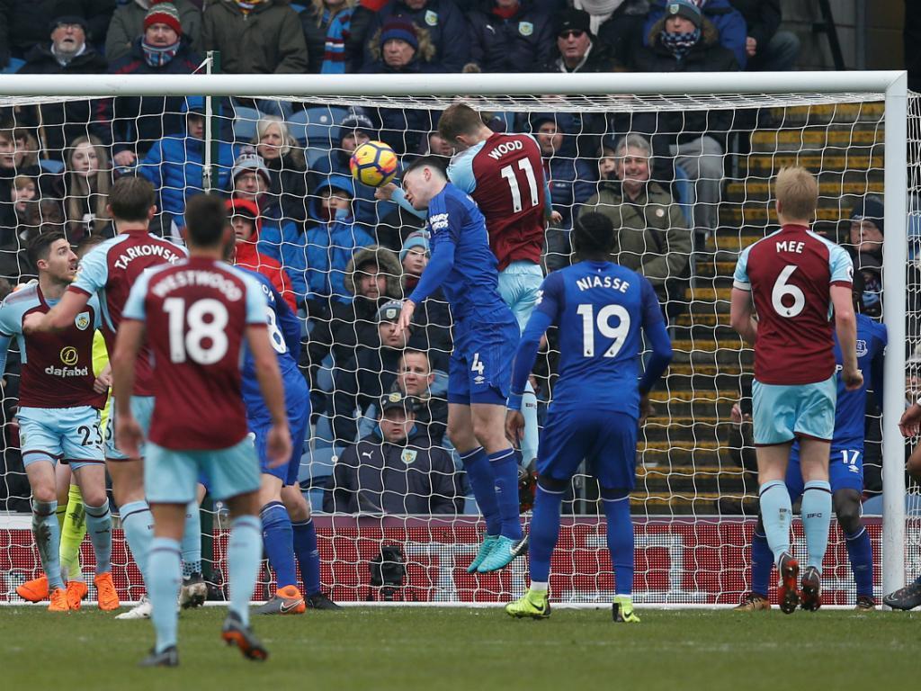 Burnley dá a volta ao Everton e acaba com séries negativas