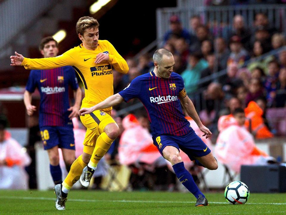 Barcelona: Iniesta baixa por um mês devido a lesão muscular