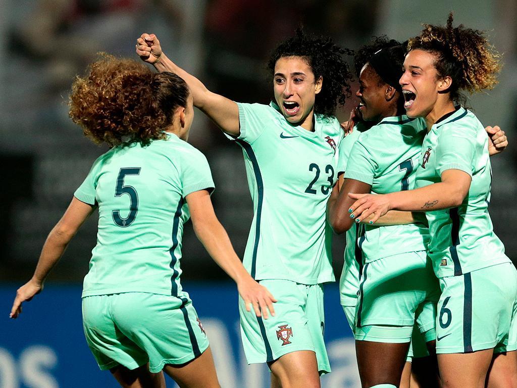 Número de mulheres futebolistas cresceu um terço numa década