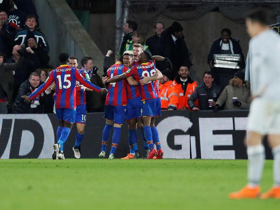 Crystal Palace vence e sai dos lugares de descida
