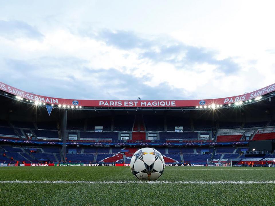 UEFA encerra bancada ao PSG e proíbe adeptos do Marselha em Leipzig
