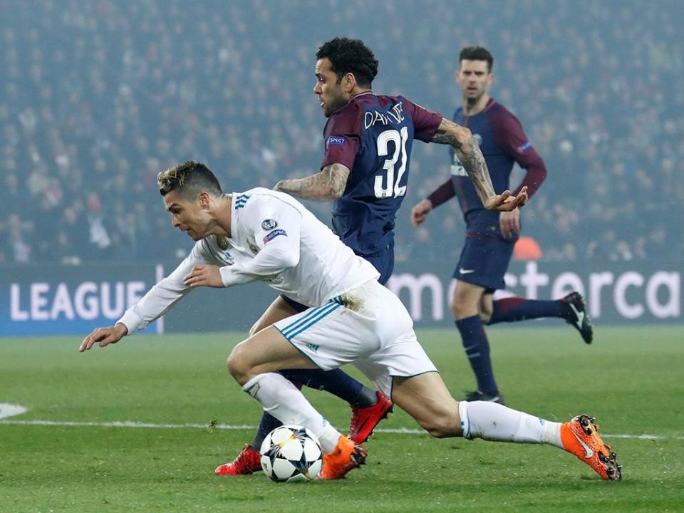 Dani Alves e o PSG: «Não há conexão e reflete-se em campo»