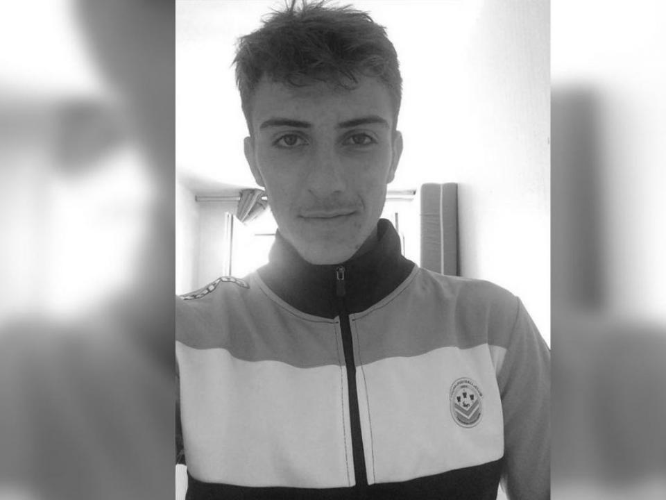 Tours: jogador de 18 anos morre durante o sono