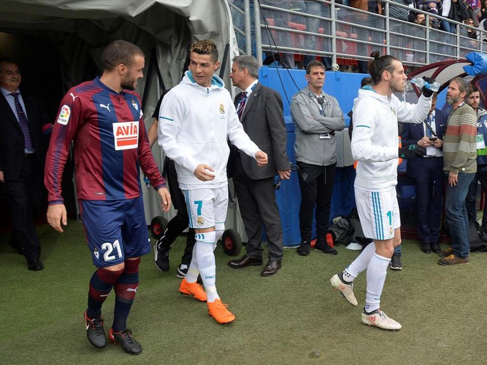 OFICIAL: Eibar renova contrato com Pedro León