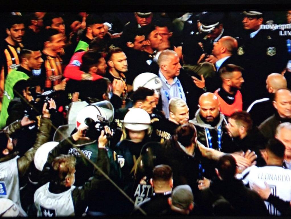 «O futebol grego está perto do precipício»