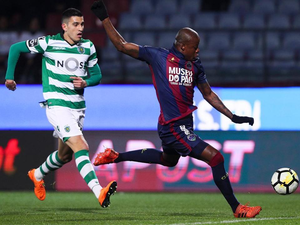 VÍDEO: Battaglia salva Sporting em Chaves com «defesa» em cima da linha