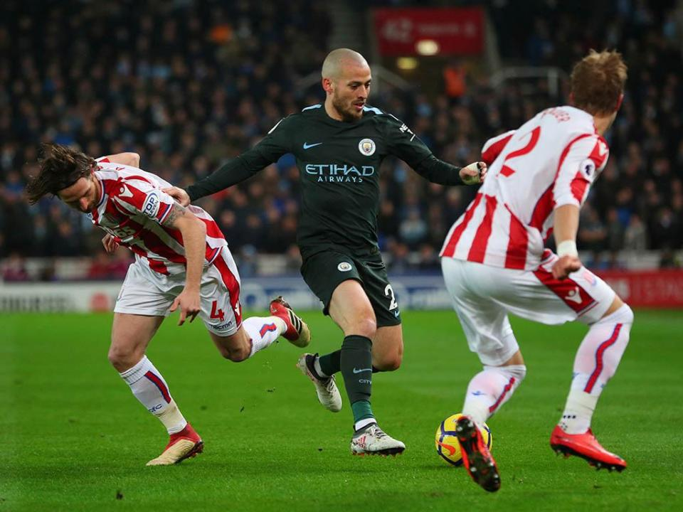Inglaterra: bis de David Silva vale triunfo do Manchester City
