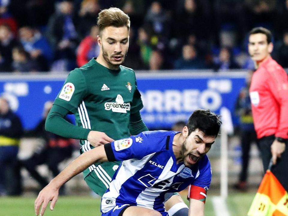 Javi Garcia marca, Betis vence Alavés e Europa é possibilidade
