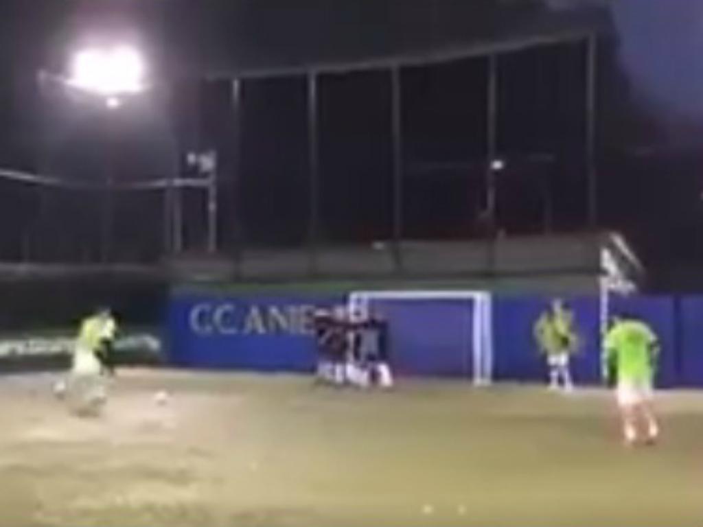VÍDEO: Totti retirou-se, mas não perdeu a magia