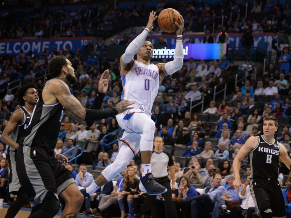 VÍDEO: Westbrook torna-se no 4.º atleta a chegar aos 100 triplos duplos